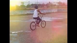 Ella es Experta Corriendo Bici
