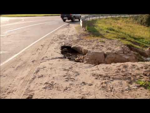 На развязке Кинешма-Заволжск-Наволоки разрушается обочина дороги