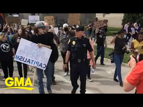 Wisconsin police chief marches with protesters and thanks them for a peaceful protest l GMA Digital