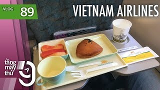 Having breakfast on Vietnam Airlines economy class