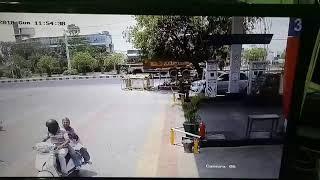 Live accident  bolaro  hits  auto...