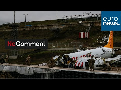 Video captures moment plane skids off runway in Istanbul