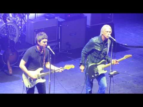 Noel Gallagher & Paul Weller - Pretty Green (The Jam) Live @ O2 Academy
