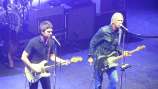 Noel Gallagher & Paul Weller - Pretty Green (The Jam) Live @ O2 Academy