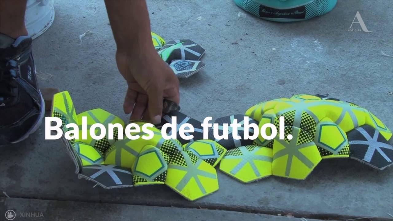Reclusos hacen balones de futbol como parte de su reinserción social -  Aristegui Noticias 3c1fa0f3d5ea4