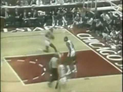 Dominique Wilkins dunks