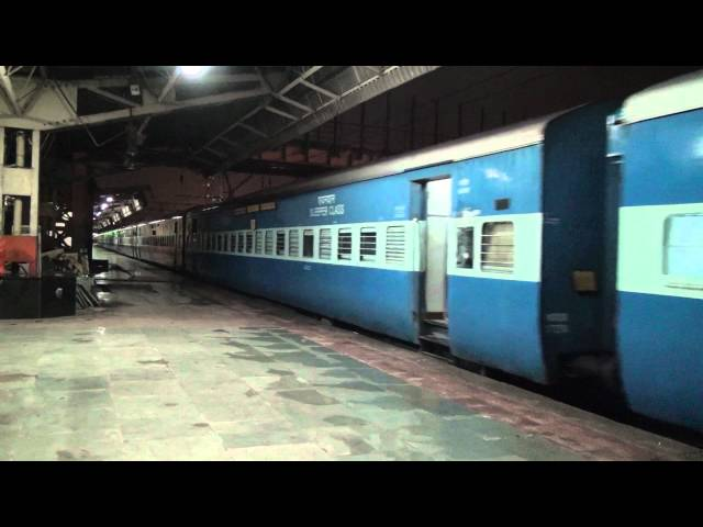 SINGLE WINDOW GRILL WAP-4 LOCOMOTIVE ACCELERATING WITH GUJARAT MAIL FROM DADAR Travel Video