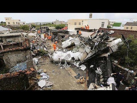 Crash D Un Avion Taiwanais Identification Des Corps Et Travail D Enquete Youtube