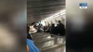 Roma, cede scala mobile metro A Repubblica: 10 feriti thumbnail