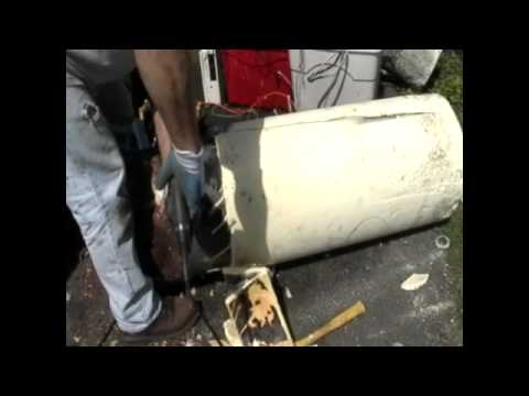What's inside a hot water heater?
