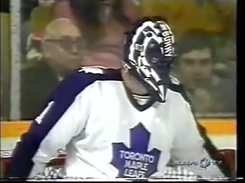 "Wayne Gretzky vs Michel ""Bunny"" Larocque (Penalty-Shot) - Jan.16,1982"