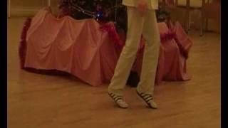 Michael Jackson Moonwalk Лунная походка  на рус. Языке(Неудачное видео , но научиться можно +), 2010-06-13T11:21:50.000Z)