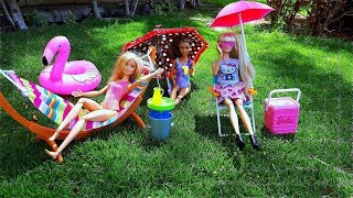 Barbie girls - Weekend and picnic By The Swimming Pool! Play dolls