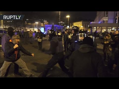 В Киеве митинг по случаю третьей годовщины расстрелов на Майдане закончился беспорядками