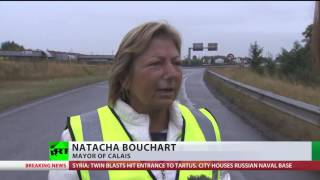 'Every day I see human drama': Calais mayor joins protest against refugee camp, truckers block roads