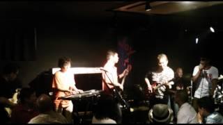 嘘&熊 2012joytoライブ 〆のサンタナごっこで大盛り上がり...