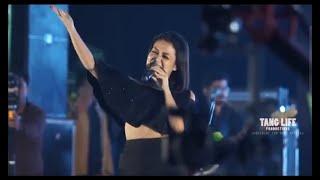 Mere rashke qamar Neha kakkar stage show       https://youtu.be/viA6-W2edyQ