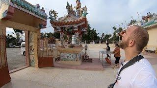 Un temple Chinois en Thaïlande avec des dinosaures