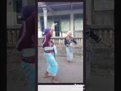 Video tik tok-Goyang happy oma ghaul jaman naw