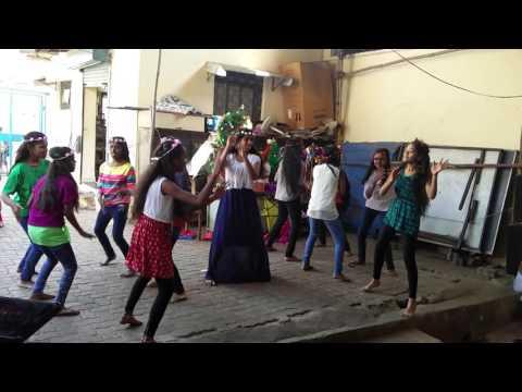 Deck the halls, students dance, SSRVM Dharavi