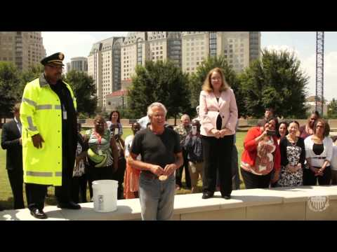 Dallas Fed President Richard Fisher Takes the ALS Ice Bucket Challenge