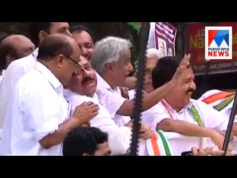 Oommen Chandy takes his first ride on Kochi metro  | Manorama News