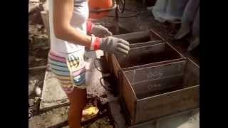 Как сделать шлакоблок в домашних условиях: иготовление формы для полнотелого шлакоблока(Как сделать шлакоблок в домашних условиях. Вы можете заказать шлакоблоки лично у девушки из видео. Изготов..., 2015-06-21T16:38:18.000Z)
