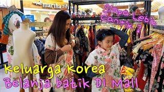 Keluarga Korea belanja Batik - Siap acara Hari Batik Nasional di sekolah