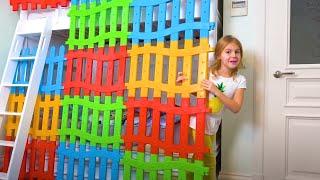 Vania e Mania brincam com blocos multicoloridos para crianças.