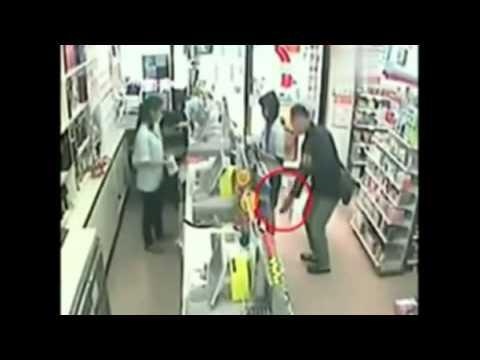 Quay trộm phụ nữ mạc váy ngắn