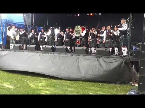 Highland Creek Pipes and Drums at the Lakeshore Mardi Gras in Etobicoke 2017