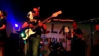 Los Yes Yes En El Kollas Nightclub (el  Tema Negrita)