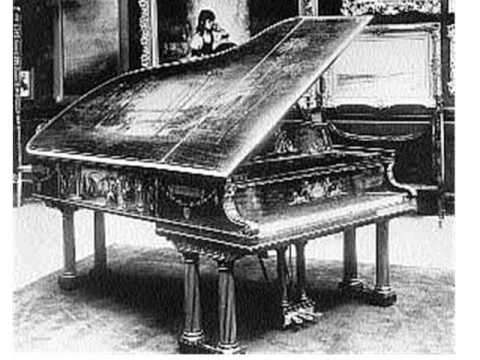 "analysis of the piano by d h lawrence essay This essay describes imagery used and how it relays the poet's message in ""piano"" by dh lawrencethe speaker virtually experiences his."