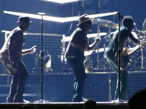Bruno Mars- Runaway Baby (partial)- Live at Tampa Bay Times Forum