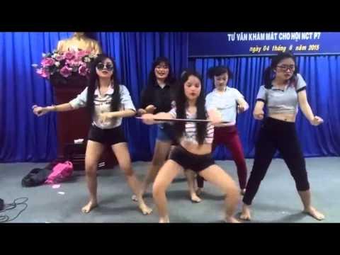 Đội văn nghệ có điệu nhảy dị nhất vịnh Bắc Bộ