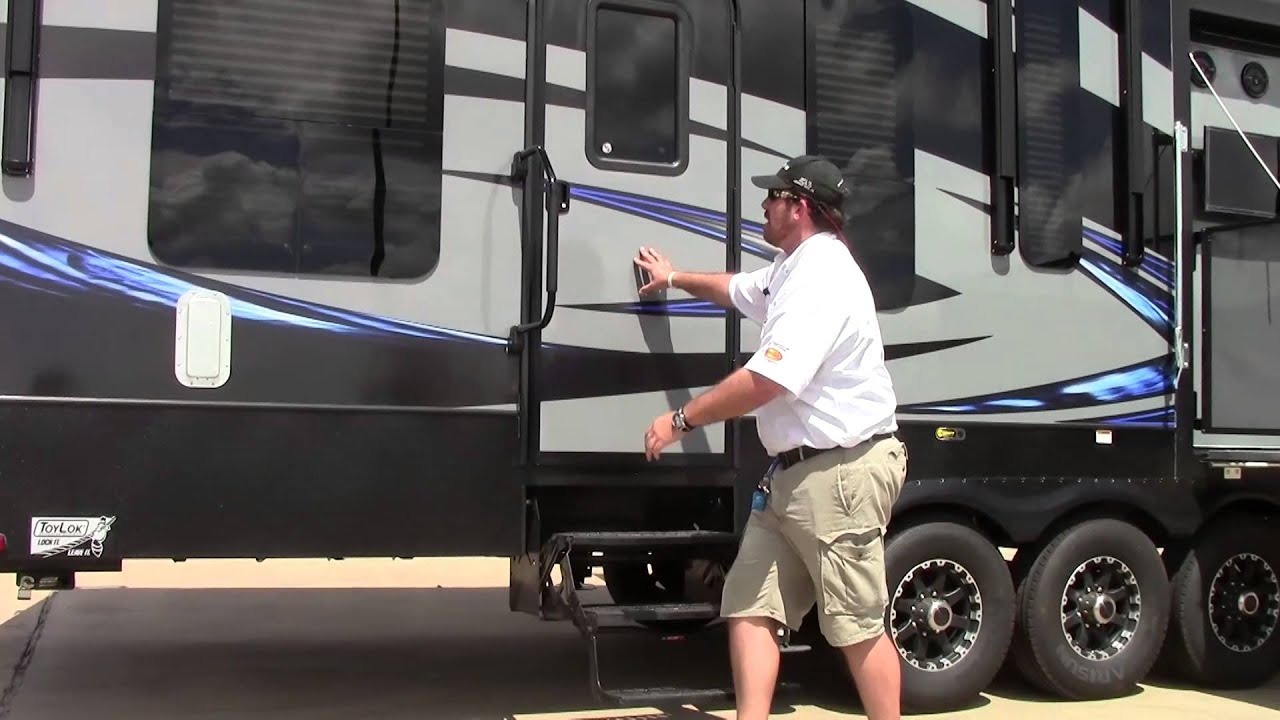 New 2016 Keystone Fuzion 420 Fifth Wheel Toy Hauler RV Holiday World