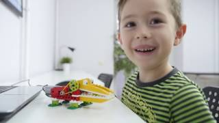 Роберт впервые на робототехнике (Собираем крокодила в StartJunior).