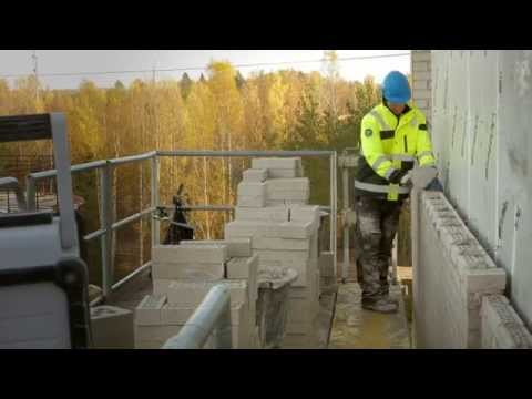 Scanclimber SC8000 mast climber at bricklaying & masonry work - increased ergonomics & productivity