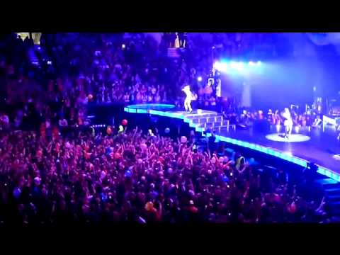 Rihanna - Cheers (Drink To That) - DVD The Loud Tour Live at The 02 London.