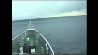 корабль на волне от цунами(маленькая какаято волна от цунами., 2011-03-21T11:17:04.000Z)