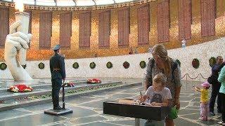 В Волгограде болельщики ЧМ-2018 заполнили проникновенными записями Книги гостей на Мамаевом кургане