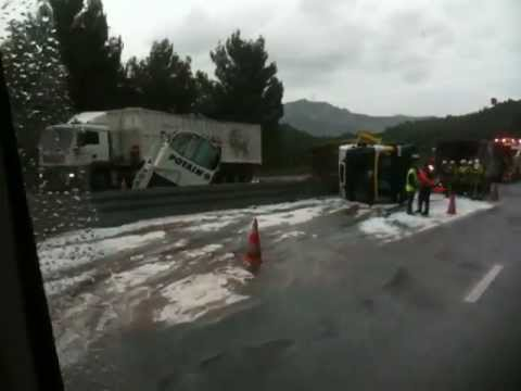 accident camion aubagne autoroute 31 octobre 2012 vers 12h15 youtube. Black Bedroom Furniture Sets. Home Design Ideas
