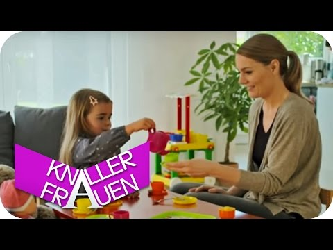 Kinderspiele [subtitled] | Knallerfrauen mit Martina Hill