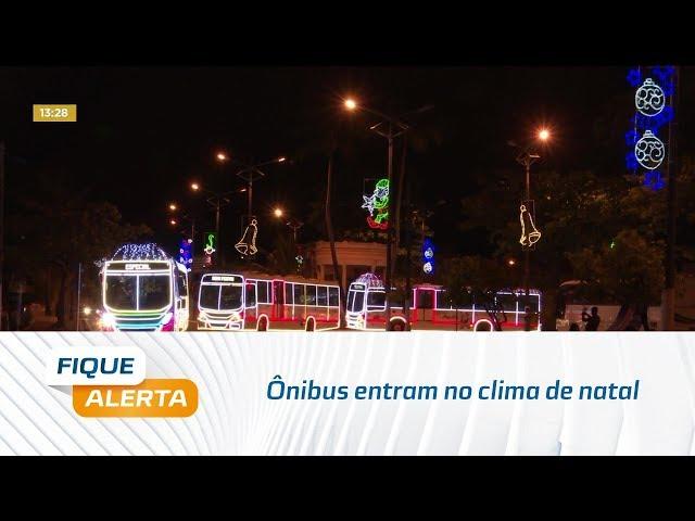 Ônibus entram no clima de natal e rodam com luzes e decoração natalina
