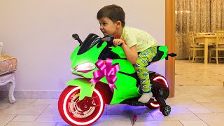 Tema ride on Sportbike Power Wheels and Surprise toys Unboxing thumbnail