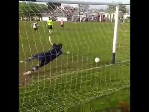 25 de Mayo. - LVF 2018 Riestra - Alumni, gol de Pizarron Martinez para Alumni. -