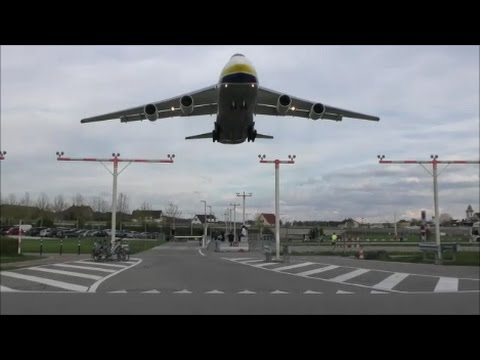 ADB Antonov 124 low landing on runway 28 at ZRH