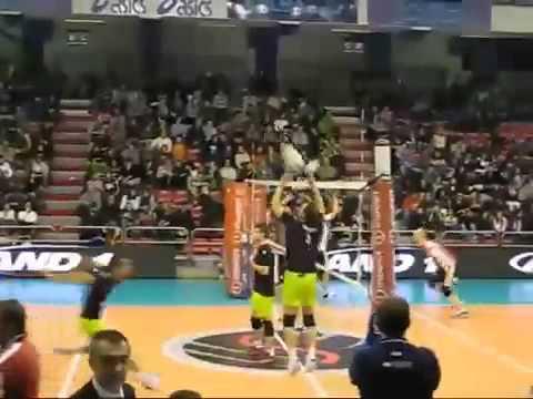 Pha đập bóng chuyền kinh khủng ! ( Tăng Bá Họa )