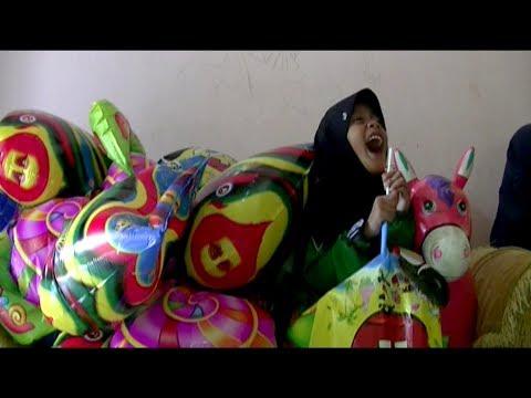 Balonku Ada Lima - Nyanyi Tutup Hidung - Tips Qyla Meniup Balon Foil Karakter Love, Spongebob