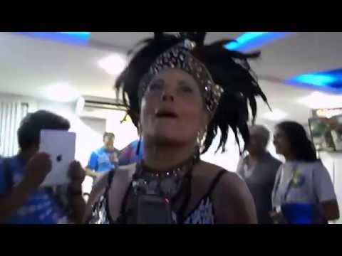 Vera Fischer chapadona dando entrevista carnaval 2014.